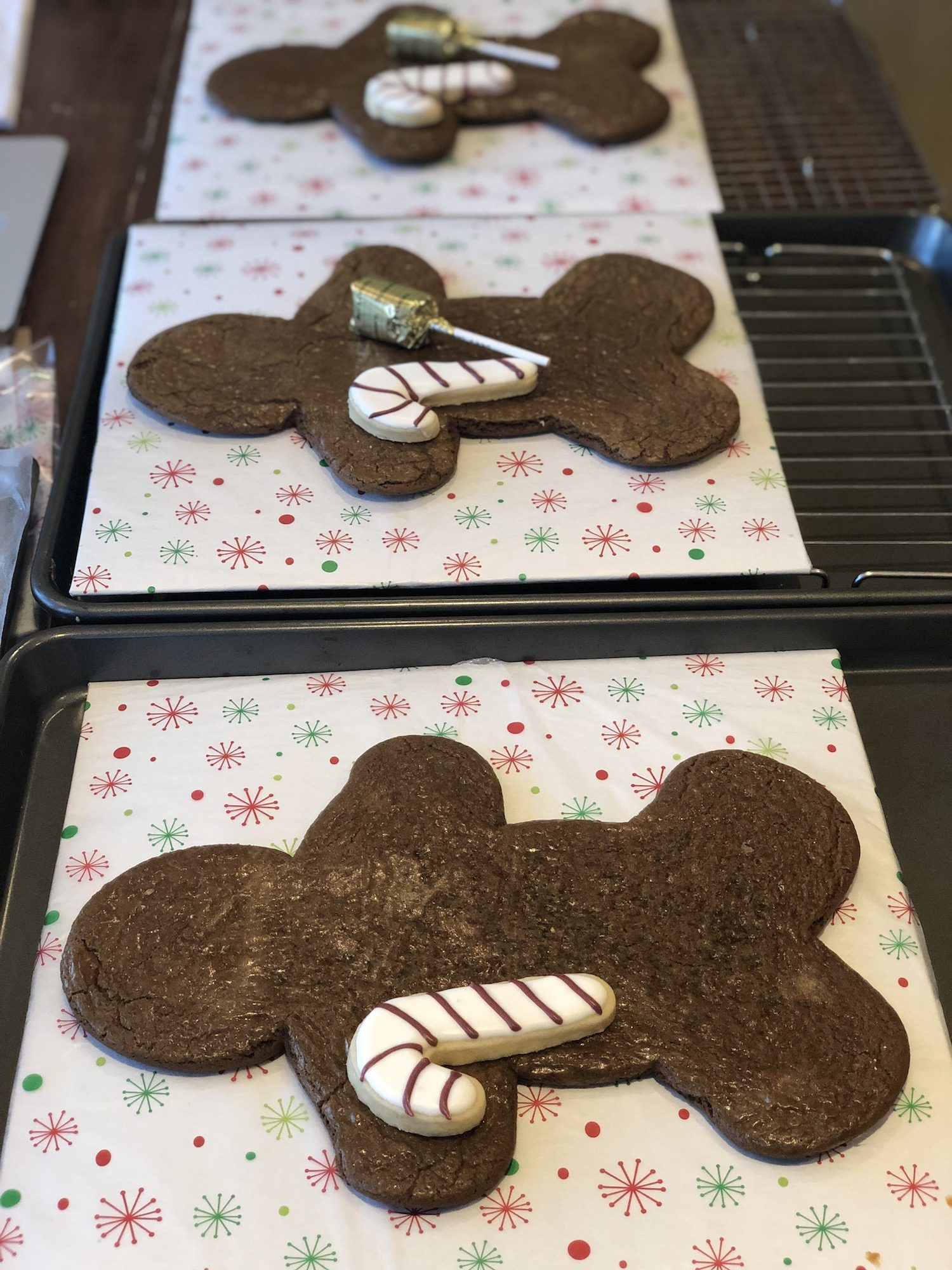 Find out how to make these adorable giant gingerbread cookies for Christmas or gift giving